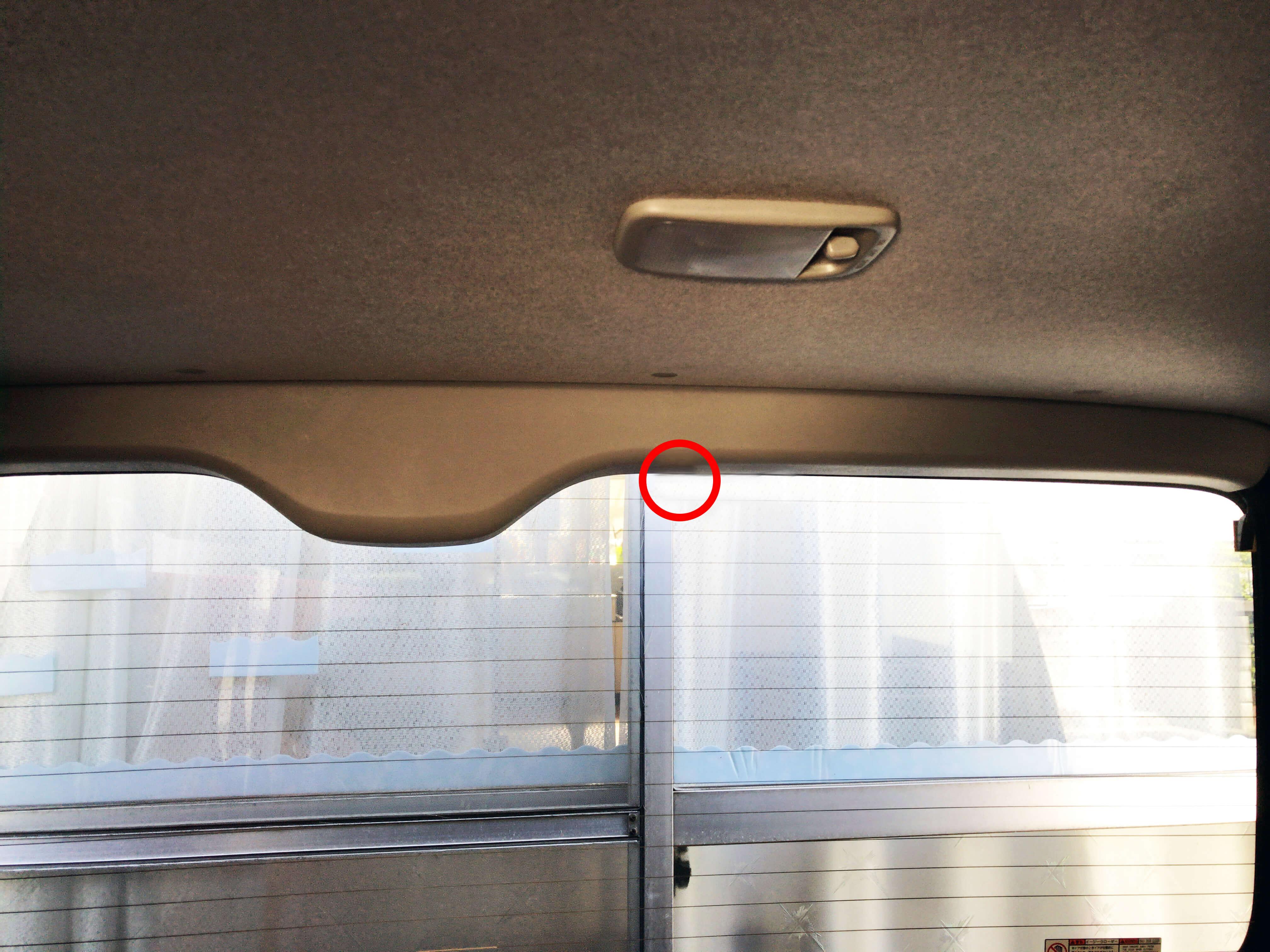 ハイエース車内でリアカメラを取り付け予定の場所