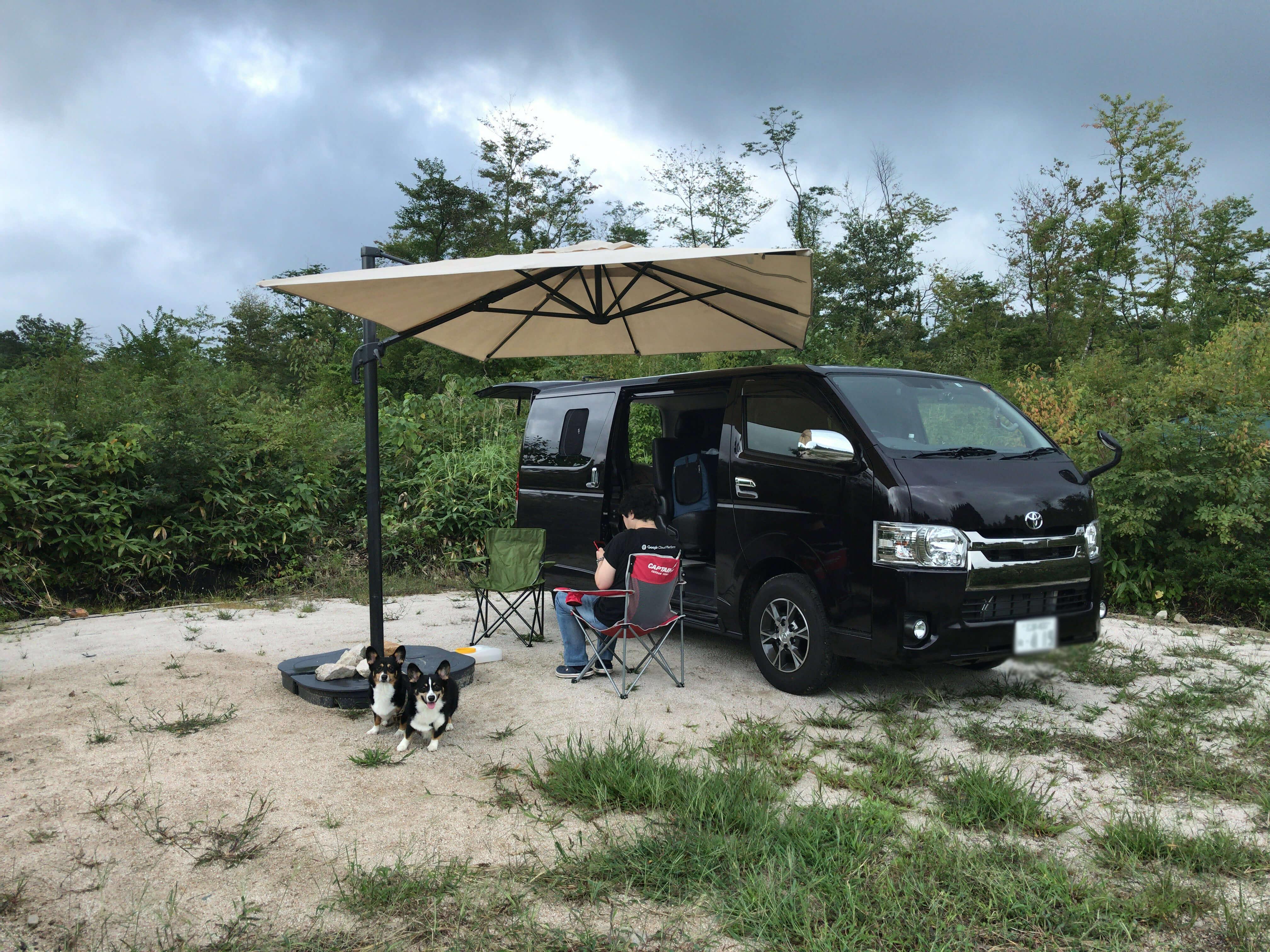大山オートキャンプ場の区画内に専用タープ