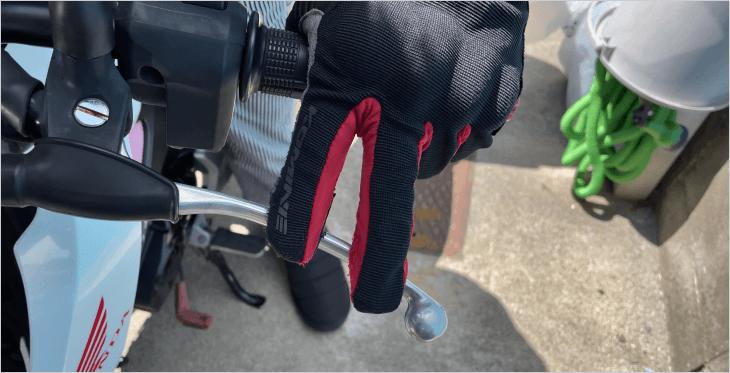 純正クラッチレバーと指の位置関係